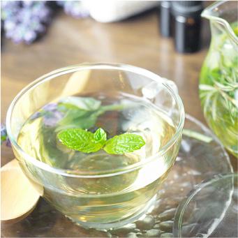 ハーブ系の爽やかな味、心地よい癒しの香りの国産生蜂蜜